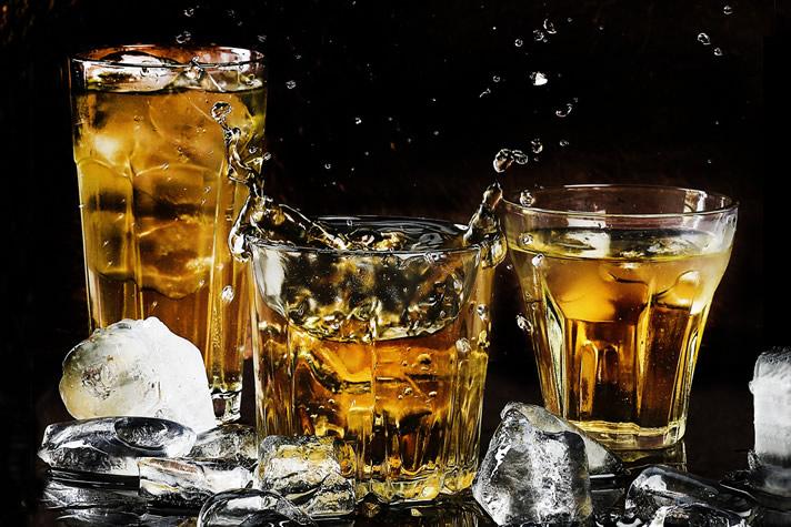 家飲みを楽しむ】お湯割り・水割り・ロックでお酒を美味しく! | 暮らしうるおす ウォーターライフメディア